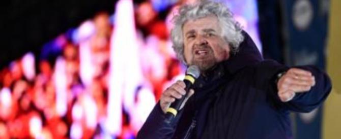 """Beppe Grillo cerca di salvare la faccia a Di Maio. E parla """"imitando"""" Salvini"""