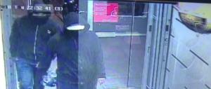 Bomba in un ristorante a Toronto: 15 feriti. È caccia ai due attentatori (video)