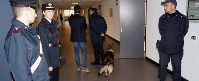 Reggio Emilia, quattordicenne legata e violentata a scuola dal professore