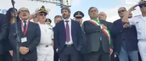 Inno di Mameli, Fico rimane con le mani in tasca. Meloni: «Indegno» (video)