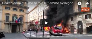 Bus in fiamme, la Procura apre un'indagine. Roma cade a pezzi: e il M5S latita (VIDEO)
