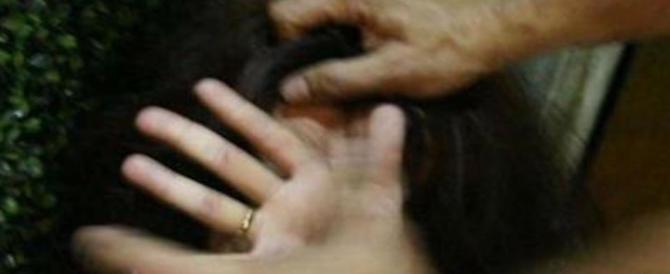 Pugni nello stomaco, coltello alla gola e il tentativo di stupro: l'aguzzino è un marocchino