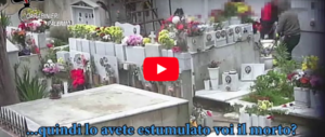 Esumavano cadaveri per rivendere il posto: truffa horror al cimitero (video)