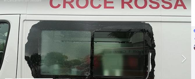 """Assalto all'ambulanza, la denuncia dei medici: """"Ormai Napoli è come Raqqa"""""""