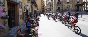 Vetri e olio sul percorso del Giro d'Italia: sospetti sui No-Tav