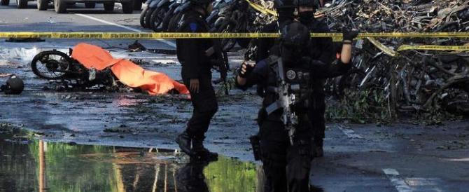 Altri martiri cristiani in Indonesia, attaccate 3 chiese: 10 morti