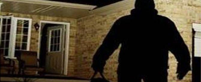 Notte di terrore a Grosseto: «Dacci i soldi o tagliamo la testa a tuo figlio»
