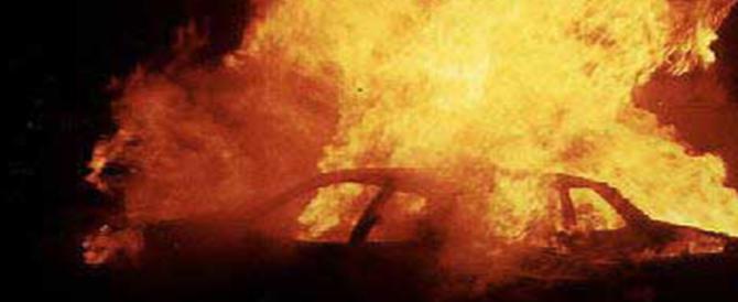 Notte di follia vicino Napoli: rissa tra immigrati, auto incendiate, feriti