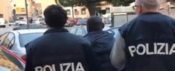 Caltanissetta, morsi e calci ai poliziotti che bussano alla porta: nigeriano in manette