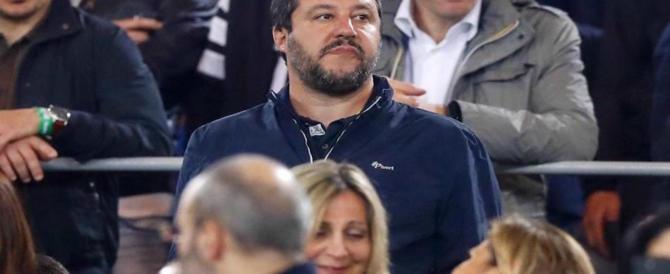 """Sinistra al delirio, attacca Salvini per il giacchetto: """"Lo indossano i fascisti"""""""