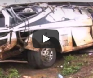 Carambola mortale tra bus, trattore e tir: almeno 40 morti in Uganda (video)