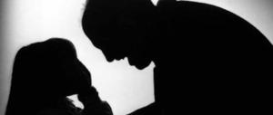 Violentava la figlia 12enne e le diceva: così impari a difenderti dallo stupro…