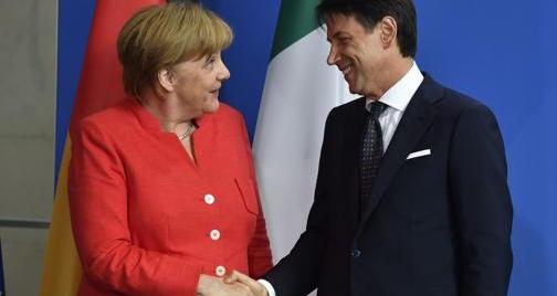 Conte alla Merkel: «Sull'immigrazione risposte europee o addio a Schengen»
