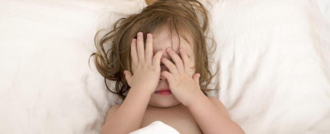 Cresce l'insonnia nei bambini: cause genetiche ed errori dei genitori