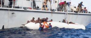 Migranti, Lite online Salvini-Ong: «Non metterete più piede in Italia»