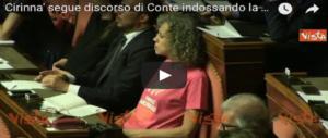 Teatrino Pd in Aula, Renzi chatta come un matto, Cirinnà in t-shirt arcobaleno (video)