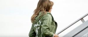 Melania, la scritta sulla giacca crea scompiglio: monta il caso politico, ma…