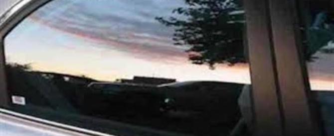 Fanno sesso in autostrada col figlio di due anni in macchina: denunciati
