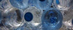 """Acqua minerale San Benedetto, il ritiro di un lotto """"contaminato"""" crea allarme"""