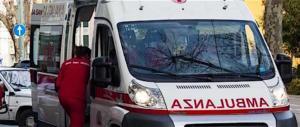 Genova, auto in sosta selvaggia bloccano ambulanza, muore 60enne (video)