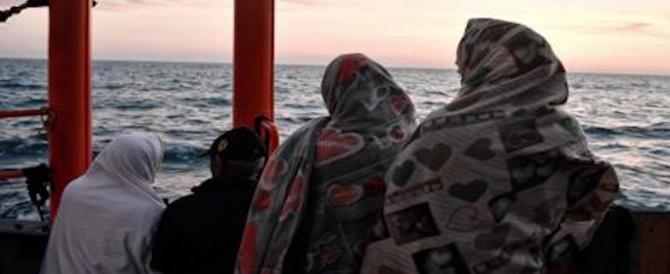 Sanchez: la Spagna accoglierà i migranti a bordo dell'Aquarius. Conte ringrazia