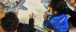 Milano, camper di nomadi a un passo dall'asilo: esplode la rabbia dei genitori