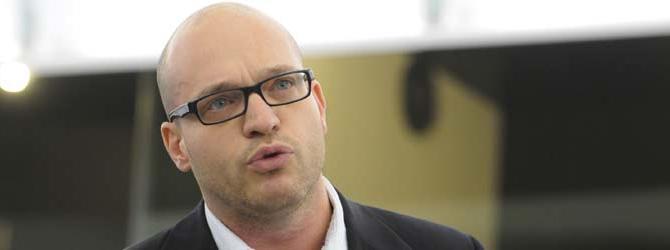 """Macchina del fango: il ministro della Famiglia è """"fascista e omofobo"""""""