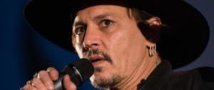 Johnny Depp (l'anti-Trump) spende un patrimonio per bere e fuma canne enormi