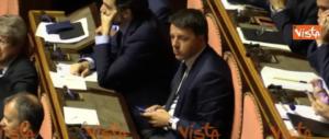 Figuraccia di Renzi in Senato: mentre il premier parla lui chatta (video)