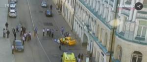 Paura a Mosca: taxi sulla folla, 8 persone travolte