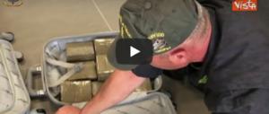 """In valigia avevano 64 chili di droga: scoperti """"nonni trafficanti"""" (video)"""
