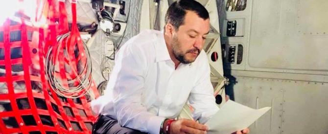Vibrante appello degli intellettuali contro Salvini. E lui: «Mi mancavano»