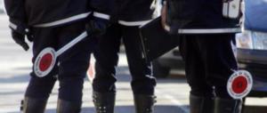 Venti minuti di terrore a Napoli: pistola puntata al collo del vigile davanti a tutti
