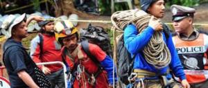 Thailandia, salgono a 8 i ragazzini salvati. Ma per oggi stop ai soccorsi