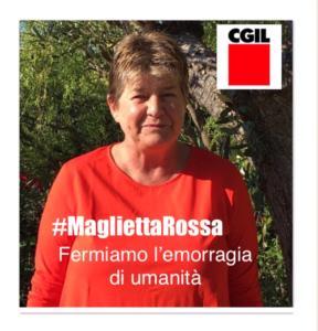 Susanna Camusso ha l'aria rassegnata di chi posa ormai per dovere per ogni causa che possa far guadagnare iscritti alla Cgil