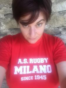 Cecilia Strada, figlia di Gino Strada, si è creata un curriculum coi migranti. Non poteva mancare la sua adesione. Anche lei si è scattata un selfie accattivante, ma cosa c'entra il rugby?
