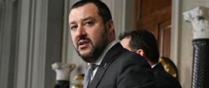 Salvini: «Straordinari ai poliziotti con i soldi tagliati a profughi e rom»