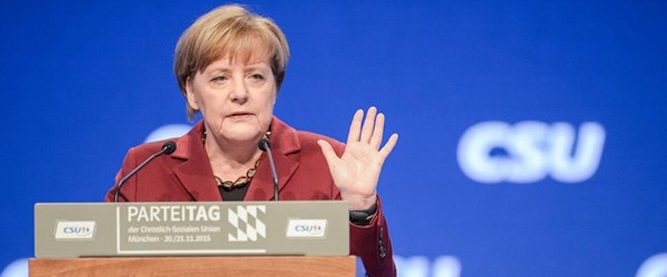 Migranti, Kurz annuncia vertice Roma-Berlino-Vienna. Merkel non balla più sola