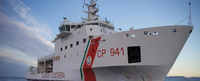 Mattarella fa sbarcare i migranti della Diciotti. Gli applausi di Boldrini e Pd