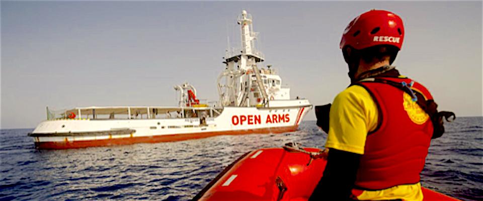 La nave Open Arms vuole entrare in Italia