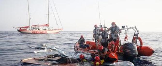 Testimoni smentiscono Open Arms: «Quando siamo andati via in mare non c'era nessuno»