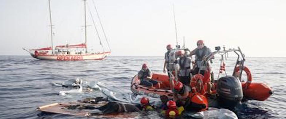 Il governo giallo-rosso riapre i porti alle Ong, agli scafisti e all'immigrazione selvaggia