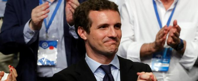 Spagna, i popolari vanno a destra: l'ultraconservatore Casado è il nuovo leader
