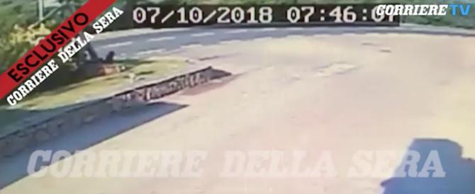 L'incidente a George Clooney in Sardegna: le immagini dello scontro (video)