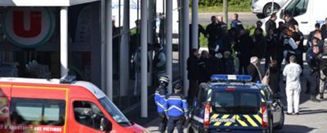 Francia, è morto il gendarme eroe che si era offerto al posto degli ostaggi