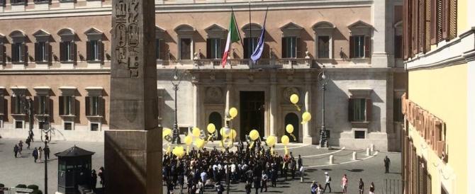 """""""Bye bye vitalizi"""". Di Maio festeggia e annuncia: «Ora tocca alle pensioni d'oro»"""