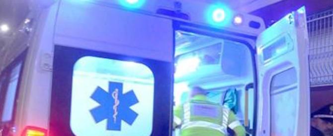 Tragedia a Mantova: muore 14enne schiacciato da una panchina girevole