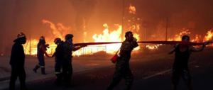 Atene brucia, 24 persone trovate carbonizzate in spiaggia: erano abbracciate