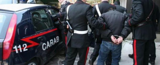 Clandestino improvvisa comizio in arabo e aggredisce i carabinieri