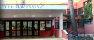 """Cinecittà, al """"Messina"""" 5 furti in 10 giorni. «Scuole indifese, impuniti i baby ladri»"""